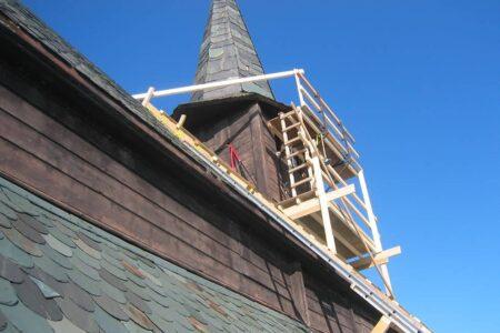 Slidre Bygg og Prosjektering AS med restaurering av Høre Stavkyrkje