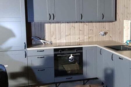 Levering og montering av kjøkken