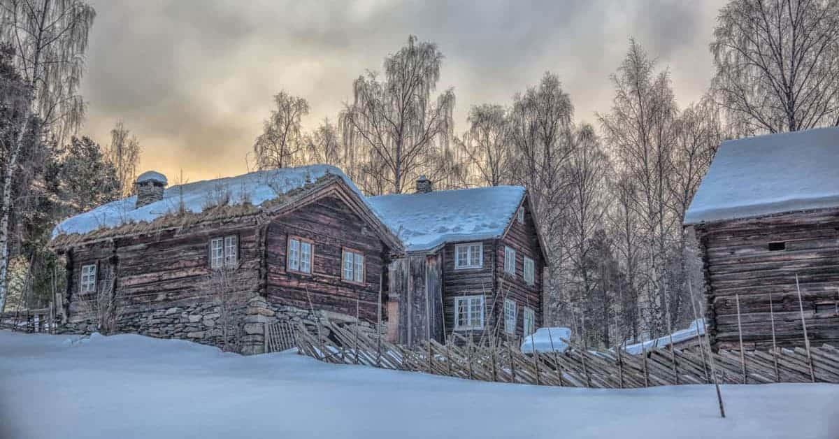 Valdres Folkemuseum, et eksempel på Stavkirker, museum, krigsminnesmerker og flere attraksjoner / severdigheter i Valdres